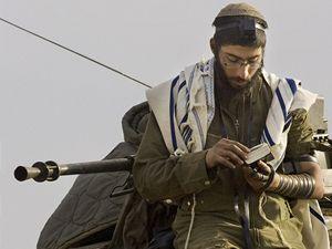 Izraelský voják na tanku
